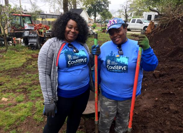 Nicollette Harris and Deirdre Lamar, volunteers from Southwest Airlines