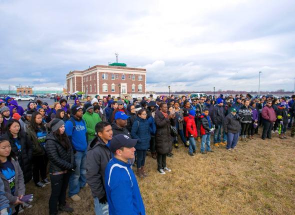 350 volunteers gather at Floyd Bennett Field