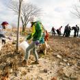SCA volunteers participate in beach cleanup